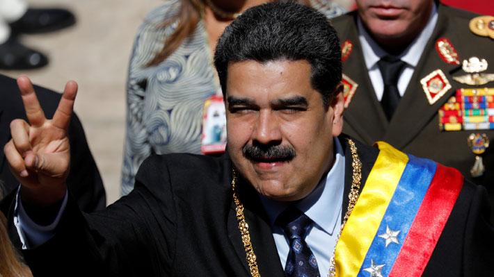 """Maduro destaca la """"disciplina, cohesión y preparación"""" de las FF.AA. pese a sublevación militar"""