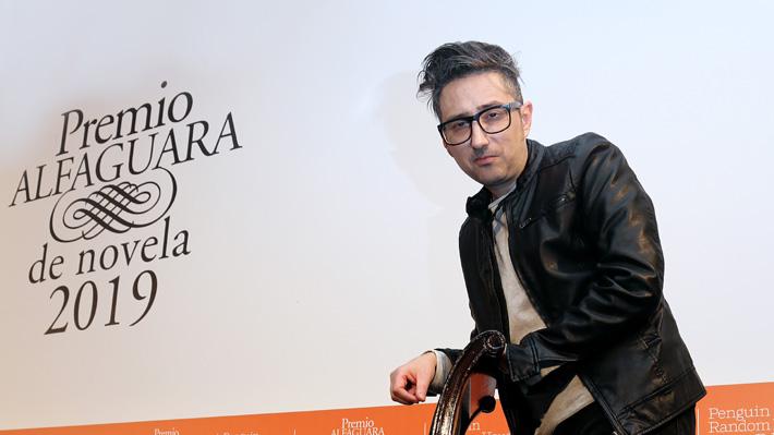 Patricio Pron gana el premio Alfaguara 2019 con una novela sobre el amor en tiempos de consumismo y Tinder