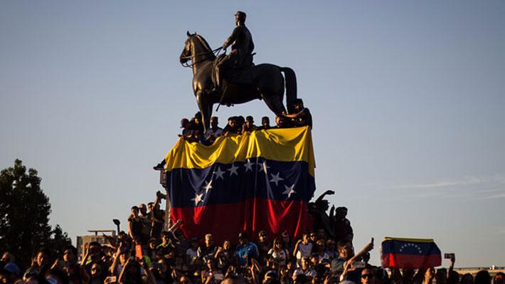 Cómo se gestó la masiva manifestación de venezolanos en Plaza Baquedano en respaldo a Juan Guaidó