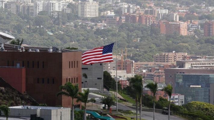 """EE.UU. ordena al personal diplomático """"no esencial"""" que abandone Venezuela"""