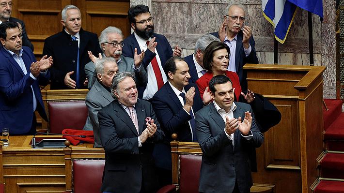 Ahora es Macedonia del Norte: Parlamento griego ratifica acuerdo de cambio de nombre con su país vecino