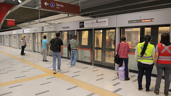 Comienza a regir la nueva tarifa del Transantiago que deja en $800 el pasaje de Metro en hora punta