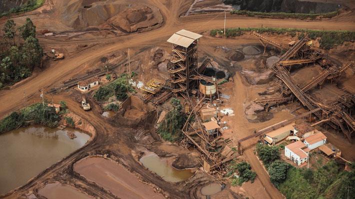 Gobierno brasileño impone multa de US$ 66,5 millones a empresa responsable de fatal rotura de represa minera