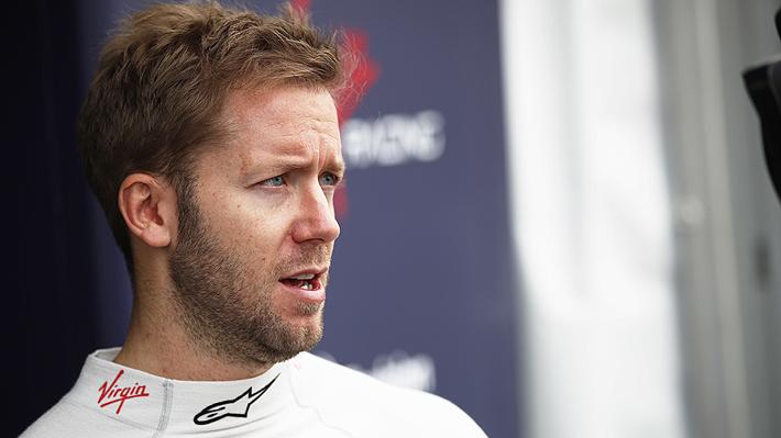 Piloto británico se queda con la tercera fecha de la Fórmula E disputada en Santiago