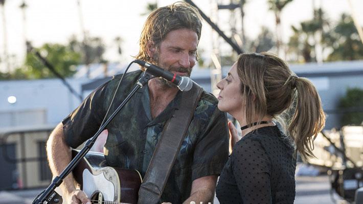 """Video: Bradley Cooper sorprendió en concierto de Lady Gaga para cantar juntos un hit de """"Nace una estrella"""""""