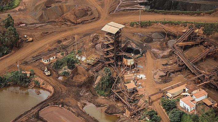 Acciones de Vale se hunden casi 20% tras desastre minero en Brasil