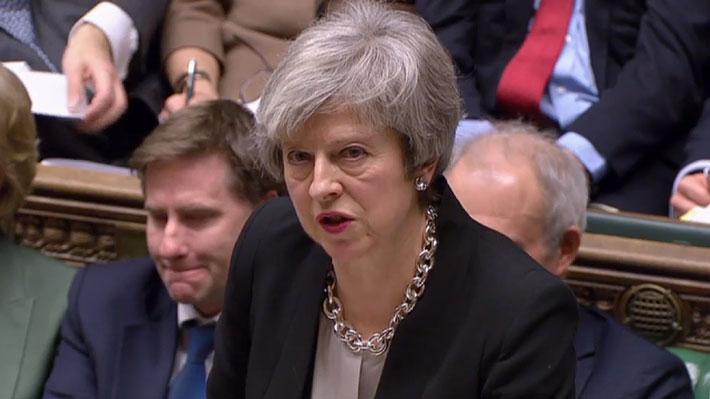 """May asegura al Parlamento que acudirá ante la UE para pedir una """"revisión"""" del acuerdo del Brexit"""