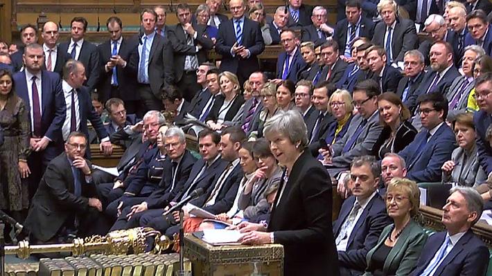 """Triunfo de May: Parlamento británico aprueba """"Plan B"""" para el Brexit en estrecha votación"""