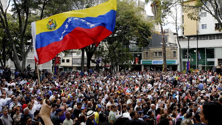 Sindicato Nacional de Trabajadores de Prensa de Venezuela denuncia detención de equipo de TVN en Caracas