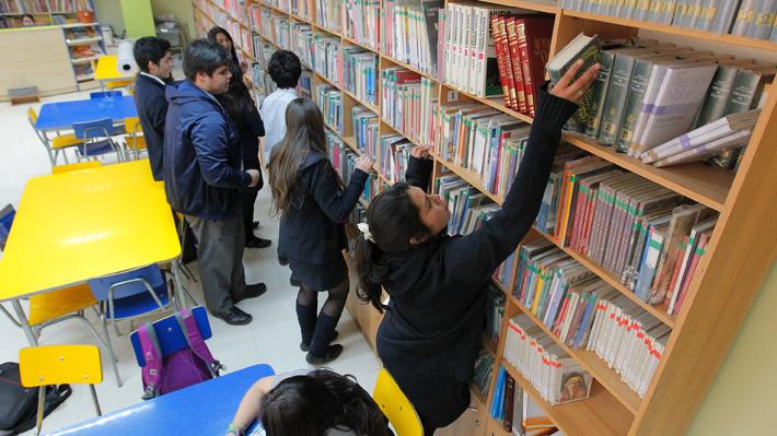 Los textos escolares que compran las familias chilenas son los más caros de América del Sur