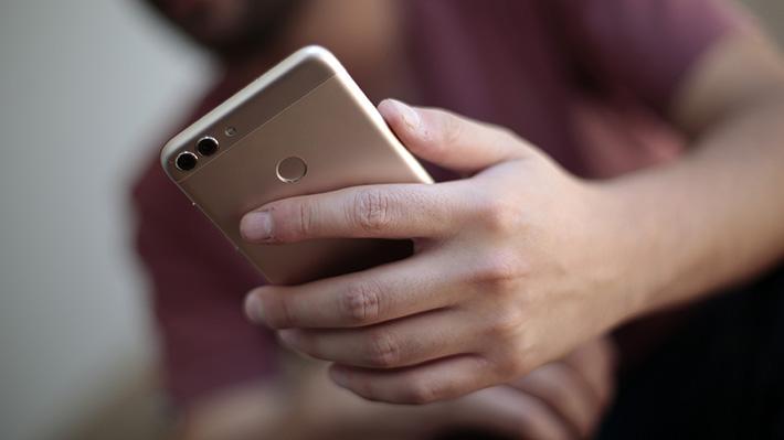 Estudiante en Tailandia murió tras caer del balcón de un hotel mientras buscaba señal en su celular