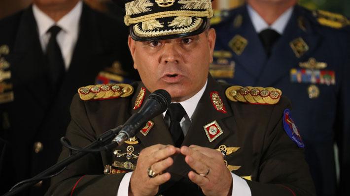 """Ministro de Defensa de Venezuela advierte que """"están las armas listas para defender"""" a Maduro"""