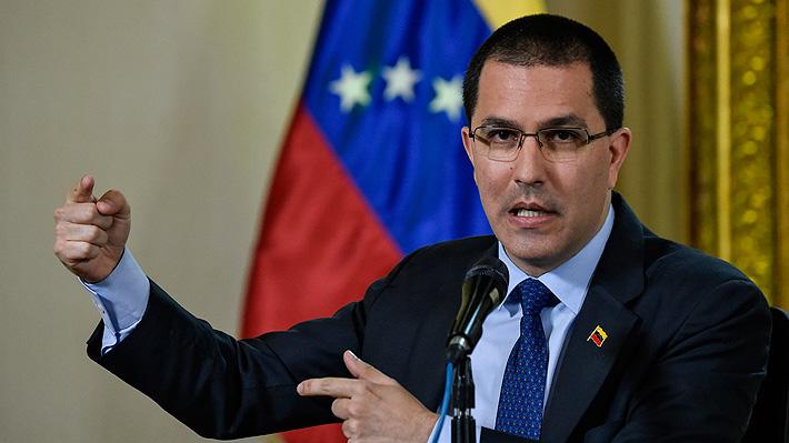 """Gobierno de Maduro denuncia una """"operación mediática"""" por detenciones de periodistas"""