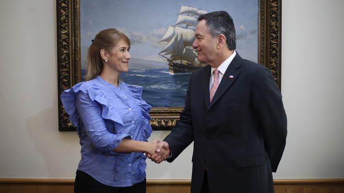 Representante diplomática de Guaidó en Chile se reúne con Ampuero y valora respaldo de Piñera