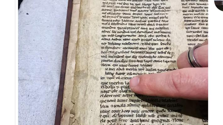 Encuentran pergaminos del siglo XIII con trozos de la leyenda de Merlín y el rey Arturo: Podrían pertenecer a una versión original