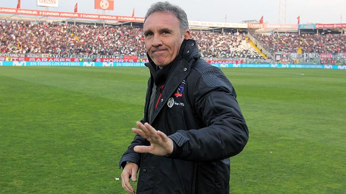 """Marcelo Espina reconoce """"acercamientos"""" con delantero de San Lorenzo y no descarta que Colo Colo busque otro arquero"""