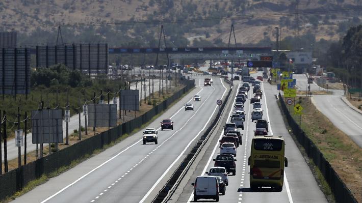 Más de 350 mil vehículos saldrán de la capital durante este fin de semana por recambio de veraneantes
