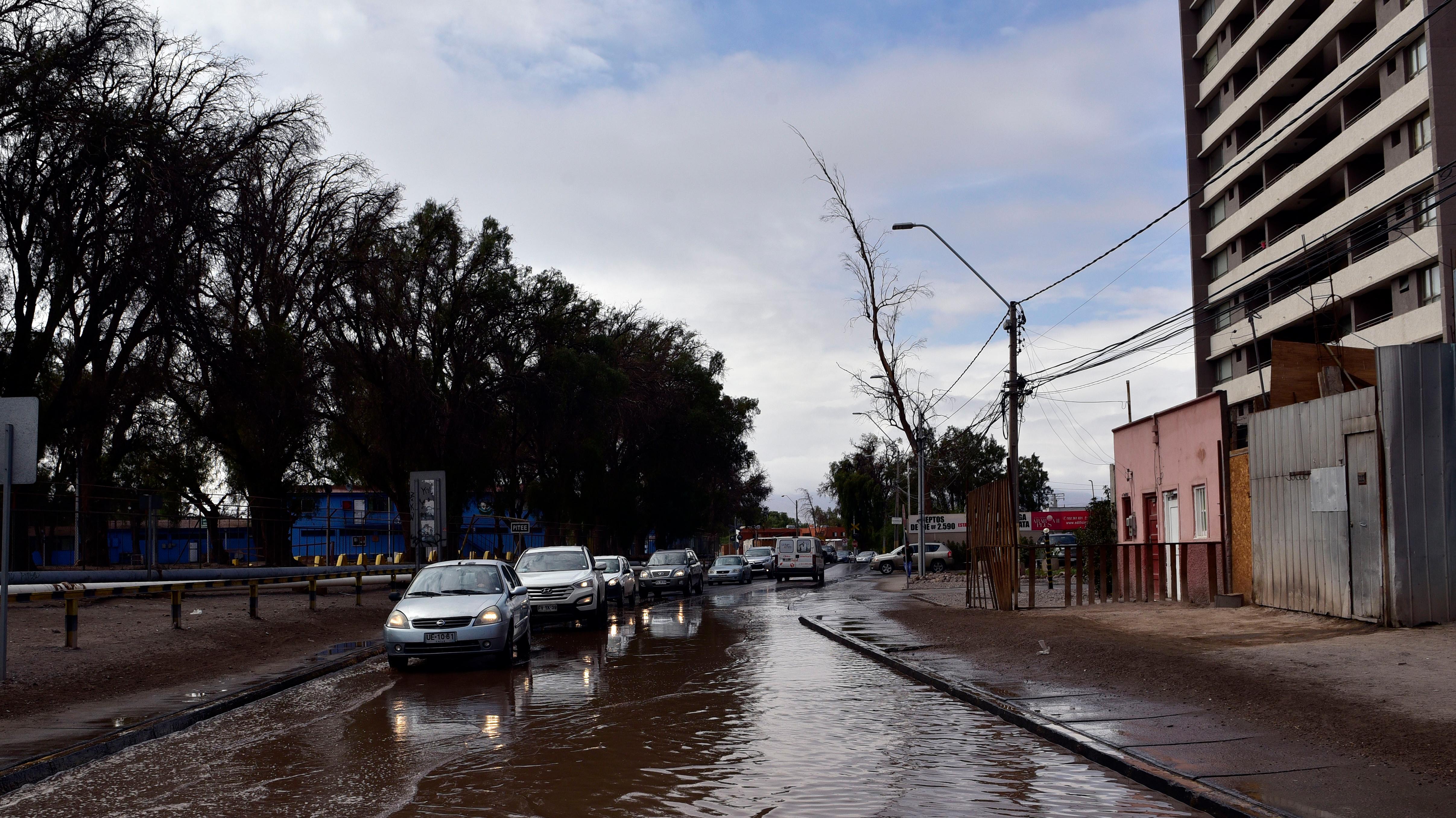 Intendencia de Arica anuncia suspensión de tránsito en la Ruta 5 y la de Tarapacá llama a habitantes a subir a sectores altos