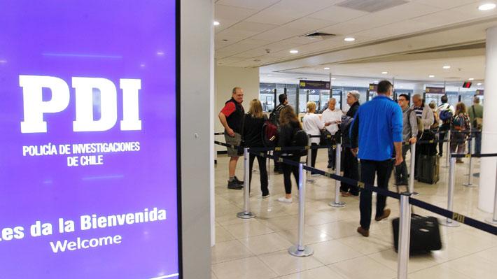 Más de 500 mil chilenos salieron del país en enero: Perú, Argentina y Brasil fueron los destinos favoritos