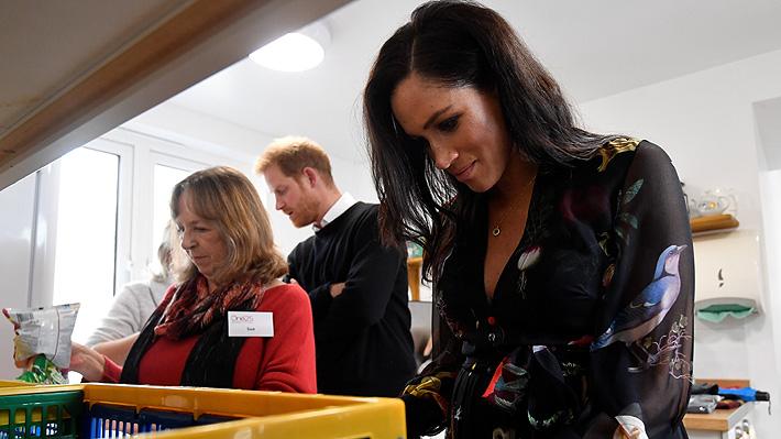 La duquesa de Sussex volvió a causar polémica: Esta vez fue por escribir mensajes en plátanos a trabajadoras sexuales