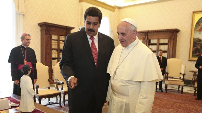 """Papa Francisco dice estar dispuesto a mediar por crisis en Venezuela """"si lo piden ambos lados"""""""