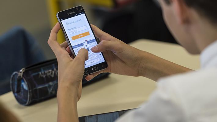 Desde los WiFi oficiales a bloquear la pantalla: Ocho consejos para navegar en el Día de la Internet Segura