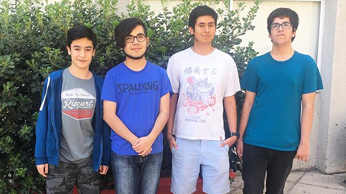 """Chilenos de 15 y 16 años que competirán en certamen informático de Azerbaiyán: """"No queda al otro lado del mundo"""""""