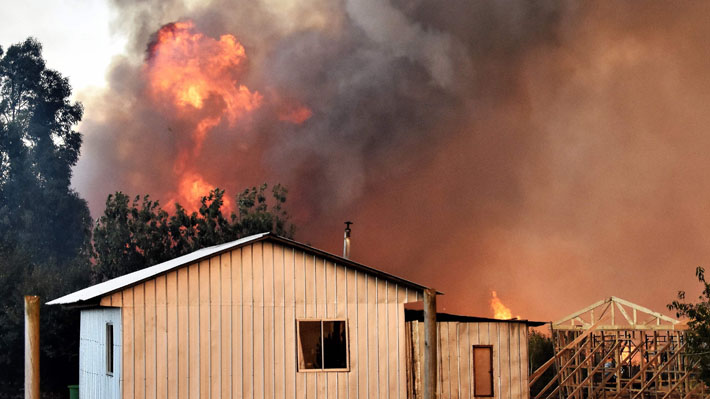 Gobierno declara estado de catástrofe en zonas de tres regiones afectadas por incendios forestales