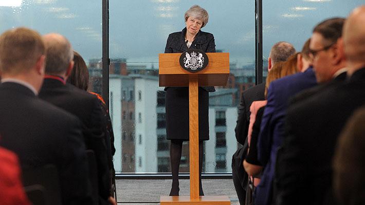 Primera Ministra británica se reúne con los cinco principales partidos de Irlanda del Norte