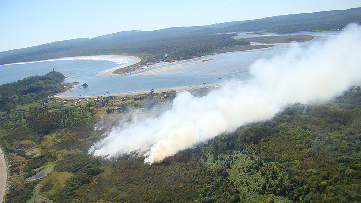 Onemi reporta que continúan 32 incendios forestales activos y se mantiene la Alerta Roja en cuatro regiones de la zona sur