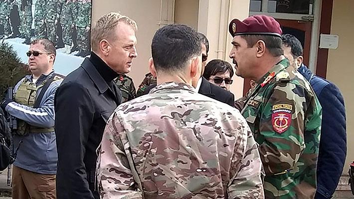 Jefe del Pentágono llega de sorpresa a Afganistán para reunirse con altos cargos en medio de negociaciones de paz