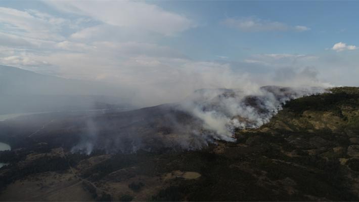 """Alcalde de Cochrane por incendio forestal: """"Es de largo aliento y va a demorar un par de meses en apagarse"""""""