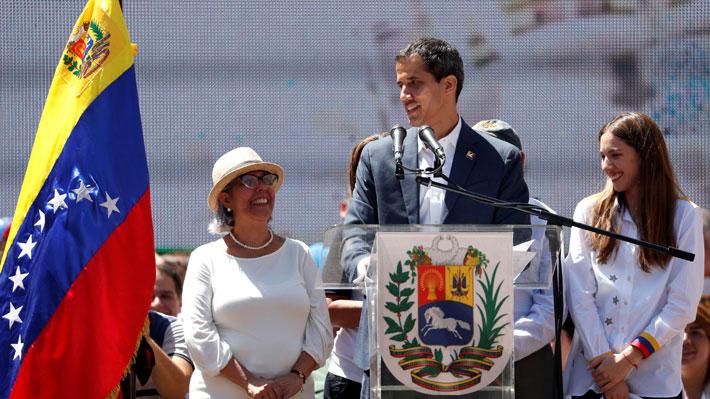 """Guaidó exige apoyo a las FF.AA. en tercera manifestación: """"¡Permitan que ingrese la ayuda humanitaria!"""""""