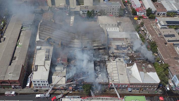 Incendio en Barrio Meiggs ha destruido 17 locales comerciales y trabajos se podrían prolongar hasta mañana