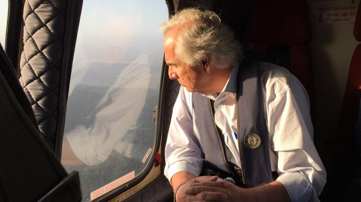 Incendios forestales: Chadwick sobrevuela el Biobío, visitará zonas afectadas y encabezará un COE