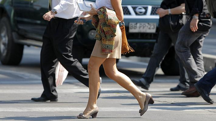 Upskirting, la práctica de fotografiar debajo de las faldas, será sancionada con hasta dos años de cárcel en Reino Unido