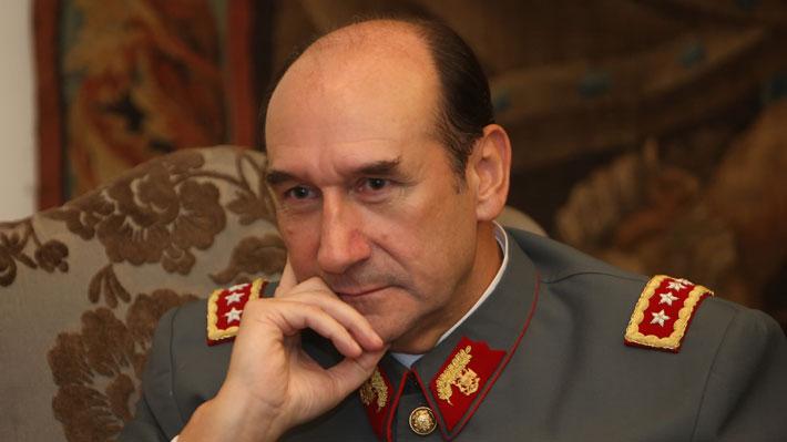 Ex comandante en jefe Fuente-Alba declara como inculpado ante la ministra Rutherford