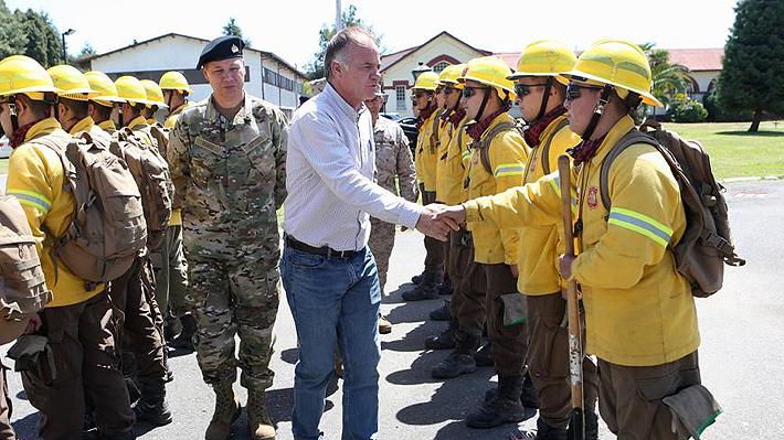 """Ministro de Agricultura asegura que """"queda una temporada muy difícil"""" en el combate de incendios forestales"""