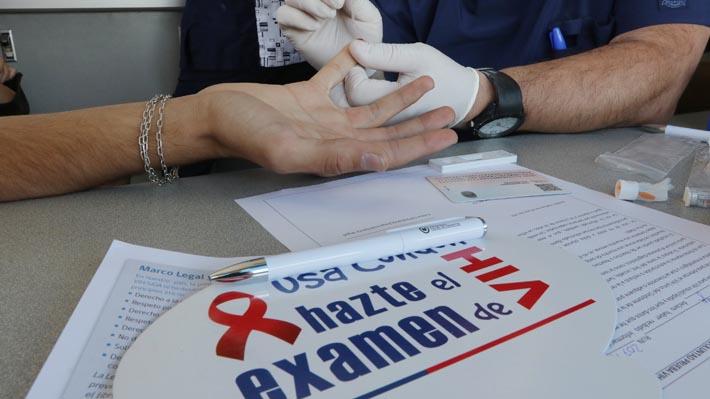 Ministro Santelices asegura que llegada de extranjeros influye en alza de pacientes con VIH
