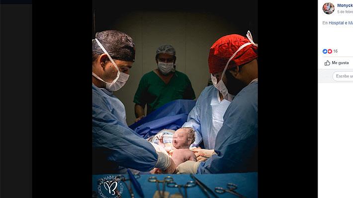 Fotógrafa de partos captó el increíble nacimiento de un niño con su saco amniótico intacto