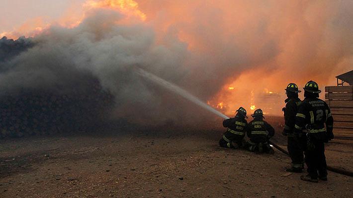 Onemi ordena evacuar sectores de comunas de Nacimiento y Coelemu por incendios forestales