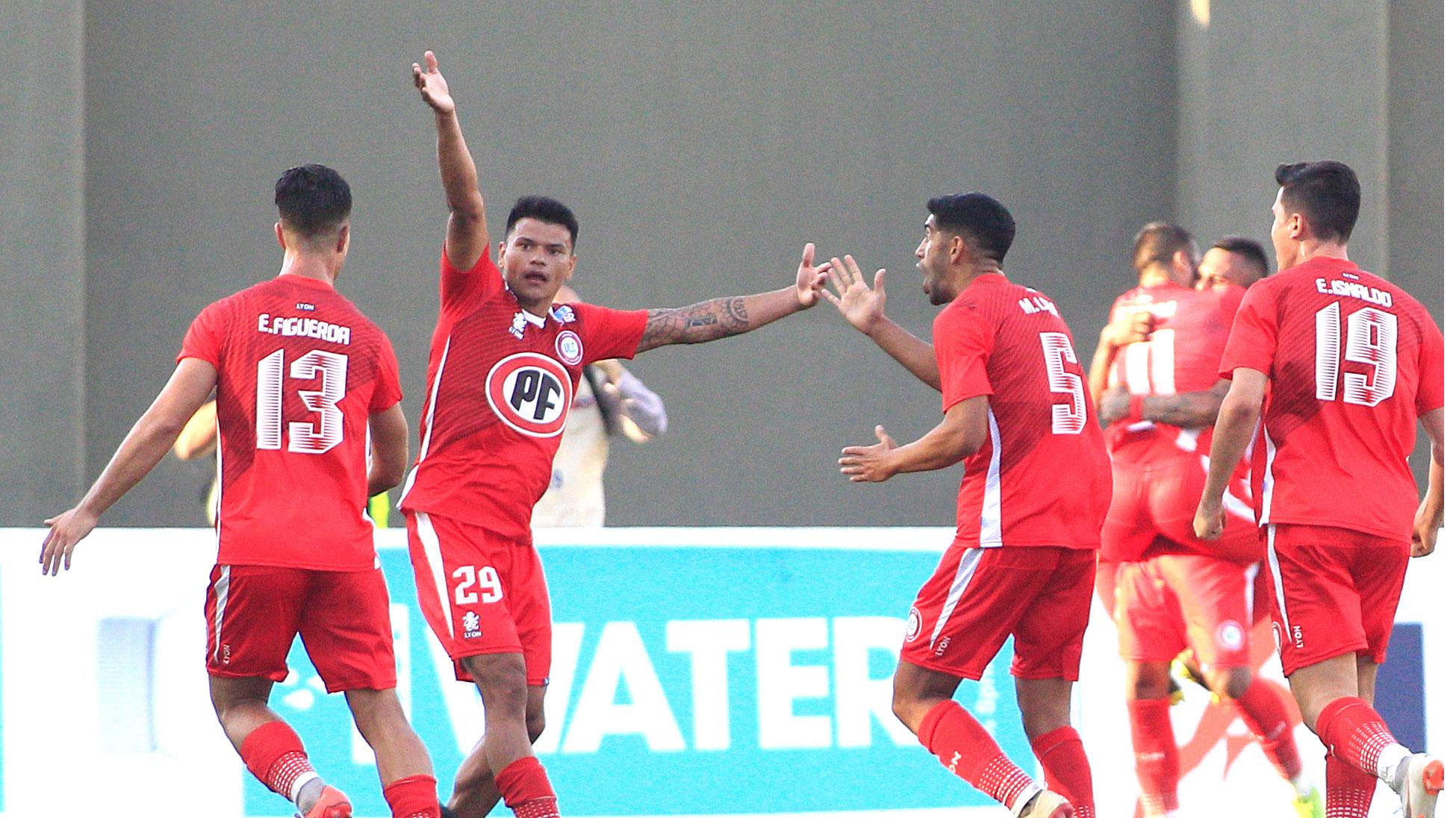 Unión La Calera venció a Palestino con goles de sus refuerzos en el primer partido del Campeonato Nacional 2019