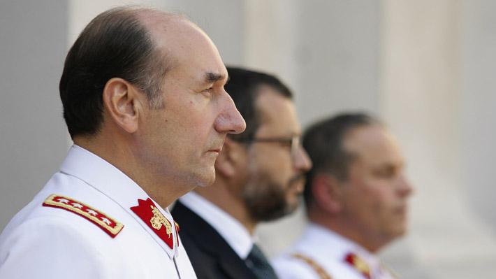 Indagaciones al Ejército: Ex comandante en jefe Fuente-Alba es trasladado para declarar nuevamente como inculpado