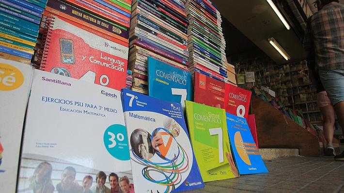 Sernac oficia a editoriales y plataformas de contenidos para transparentar mercado de textos escolares