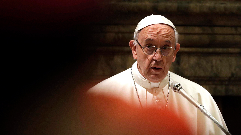 """""""Hijos de los Ordenados"""": Los casos que revelaron el reglamento secreto del Vaticano para los sacerdotes que son padres"""