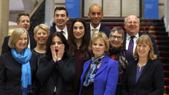 """""""Westminster está roto"""": La crisis partidaria que estalló en Reino Unido a raíz del Brexit"""