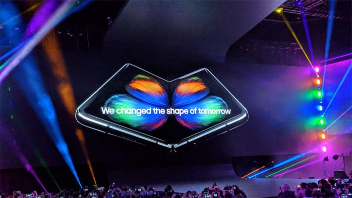 Samsung sorprendió con un teléfono con pantalla plegable y confirmó los rumores de sus Galaxy S10, S10e y S10+