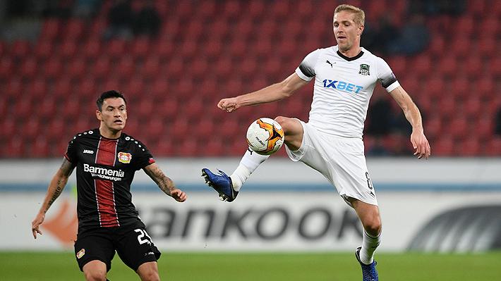 Potente derechazo cruzado: Mira el buen gol de Charles Aránguiz en empate del Leverkusen