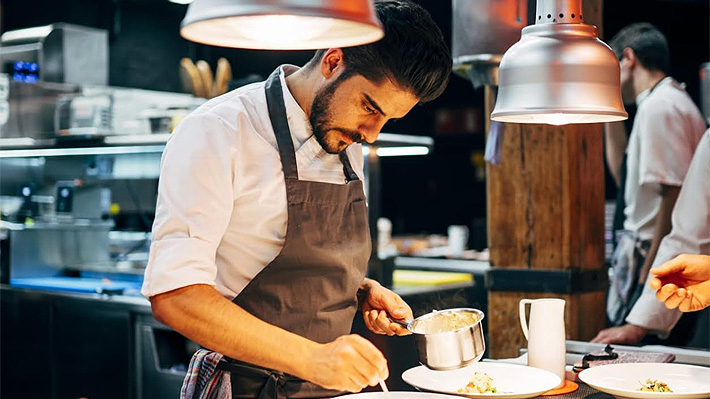 Renzo Tissinetti, el chileno que triunfa en España como chef de un restaurante con una estrella Michelin