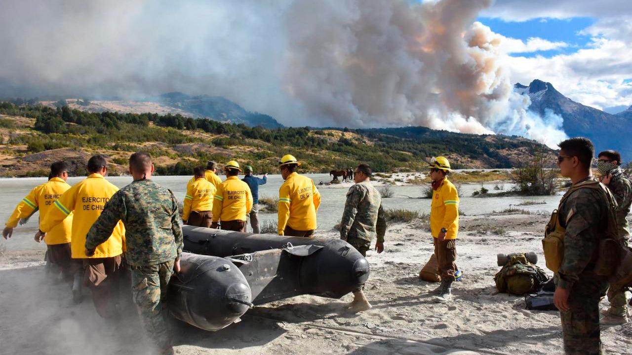 Incendios en Aysen: Siniestro de Bahía Mansa está controlado y el fuego en Cochrane no presenta avances